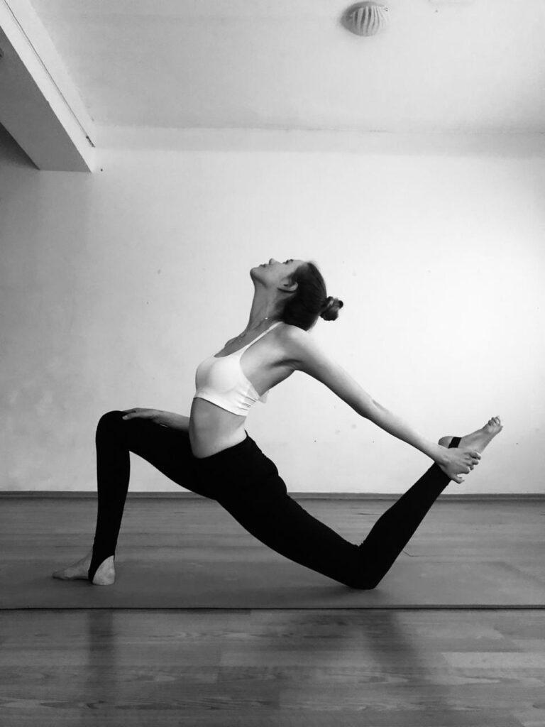 Йога для здоровых коленей: как заниматься, не напрягая колени .