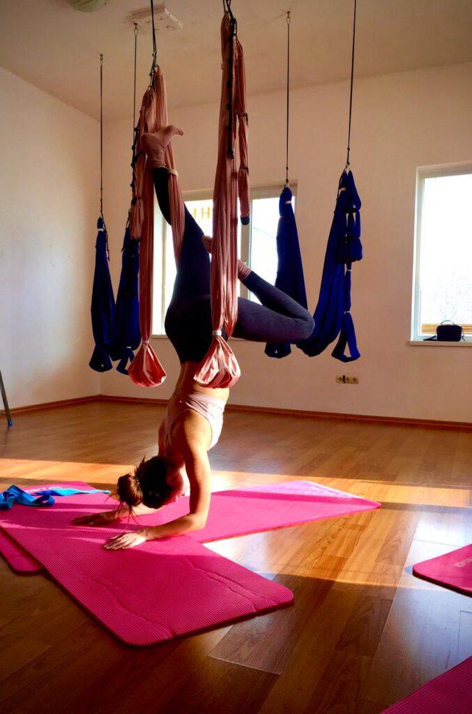 Как йога снимает напряжение .